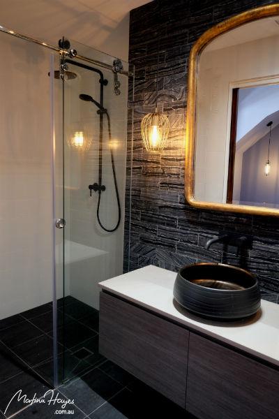 Ensuite bathroom shower and vanity
