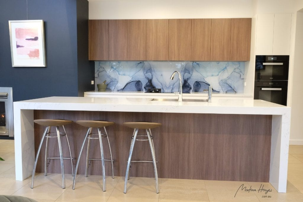 Contemporary style kitchen with glass splashback and custom design mosman
